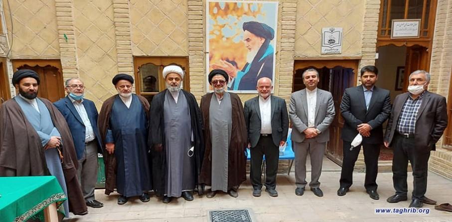 الامين العام لمجمع التقريب يزور منزل الامام الخميني الراحل (ره) في النجف